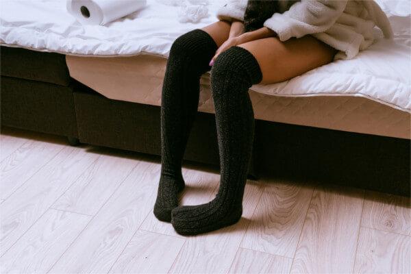 足のむくみが朝ひどい原因は?