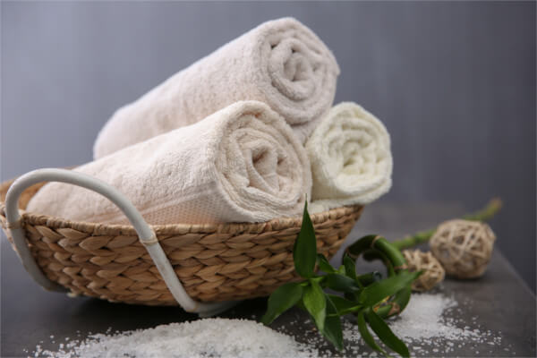 下半身太り解消方法1:タオルを太ももに挟む
