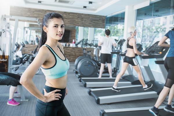 トレーニングルーム女性